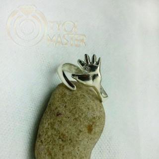 Кольцо с рукой младенца